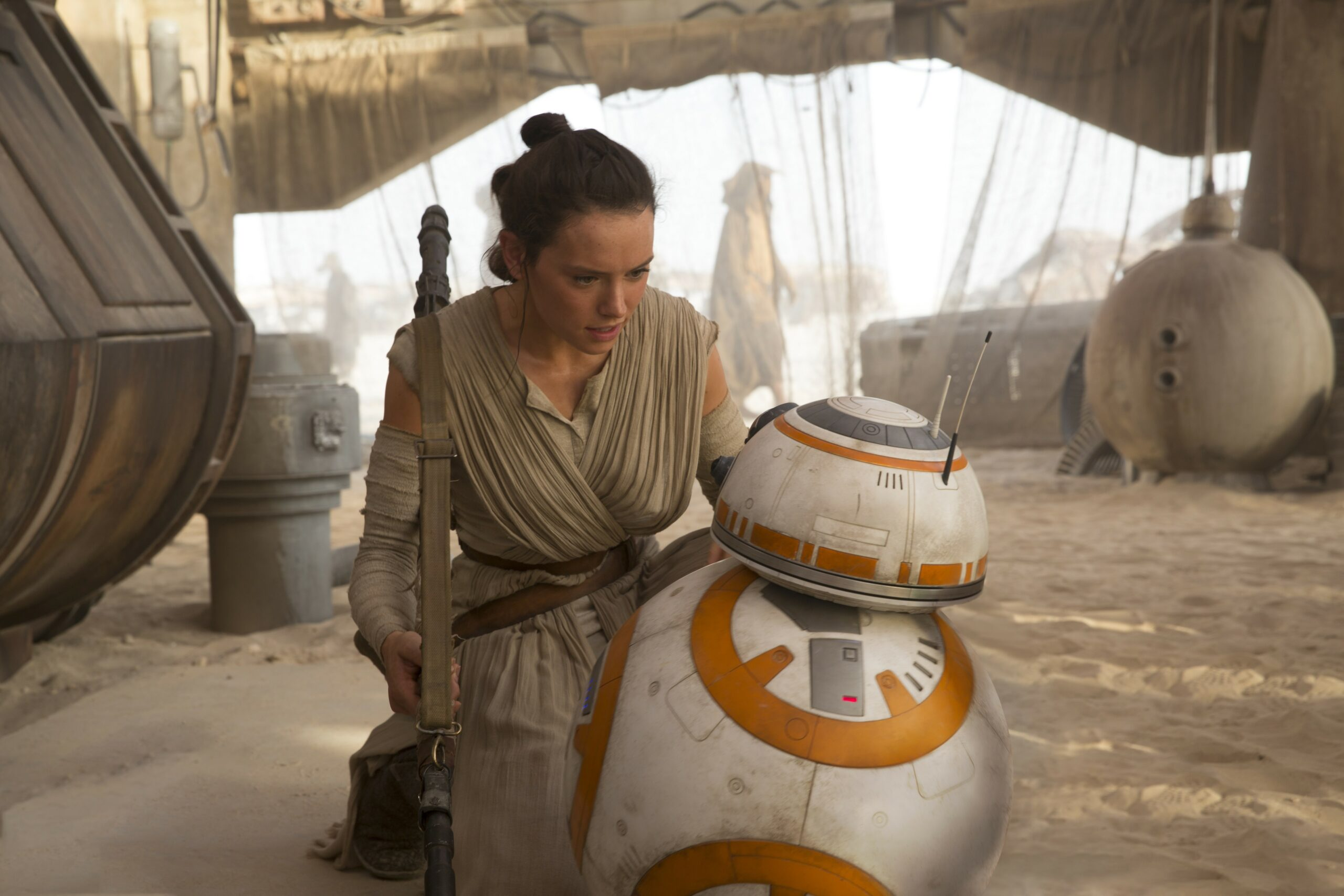 daisy rildeywith bb 8 pic scaled